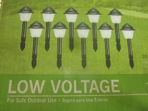 10 Piece Hampton Bay Low Voltage Landscape Lighting Kit