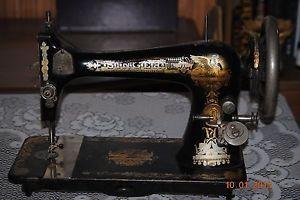 1907 Singer Sewing Machine Model 27 Sphinx Design