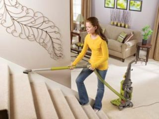 New Eureka Upright Model Bagless Vacuum Cleaner w Dust