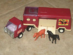1980 Buddy L Mack Truck Semi and Side Load Horse Hauler Trailer with Horses