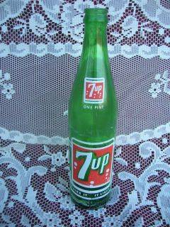 Old Vintage 7 Up Beverages Soda Pop Bottle 16 FL oz 1 Pint LG 67 782 26