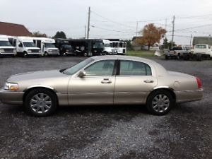 2003 Lincoln Town Car Signature Sedan 4 Door 4 6L