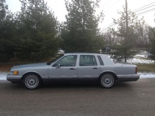 Lincoln Town Car Cartier Sedan 4 Door