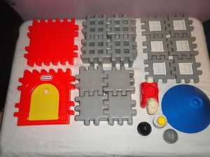 Little Tikes Tykes Castle Knights Waffle Building Block