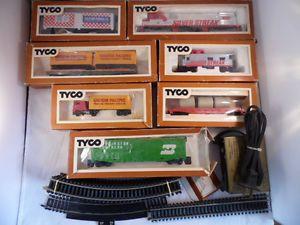 Tyco HO Scale Train Set Silver Streak Engine Flat Box Cars Track Transformer