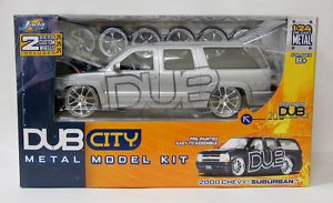 2000 Chevrolet Suburban Die Cast Lowrider Model Car Kit Jada 1 24 Scale Silver