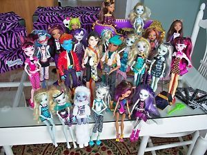 Monster High Dolls Bed 2 Carrying Cases