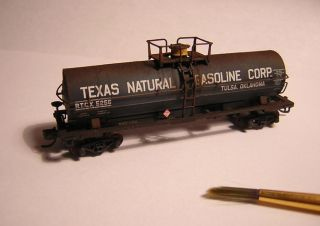 Atlas Texas Natural Gasoline Corp 11 000 Gallon Tank Car N Scale Weathered