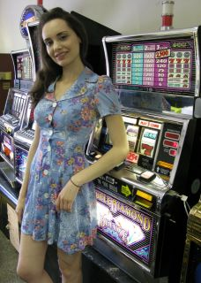 IGT Double Diamond Deluxe Slot Machine with New Casino Stand Coinless