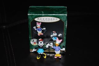 Hallmark Keepsake Girl Talk Minnie Mouse Daisy Duck