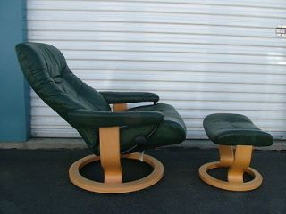 Vintage Dark Green Reclining Ekornes Stressless Leather Chair Ottoman Wood  Base