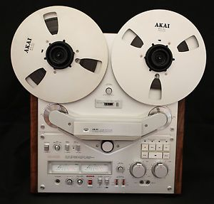 """Akai GX 646 NR Mint Reel to Reel Tape Recorder with 10"""" Akai Hubs and Reels"""