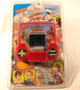 New Tiger Electronics Talking Street Fighter II Capcom LCD Handheld Video Game
