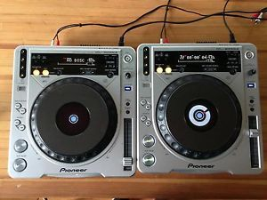 Pair of Pioneer CDJ 800 MK2 CD DJ Turntables