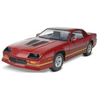 Revell Monogram '85 Camaro Z 28 Plastic Model Kit: Toys & Games